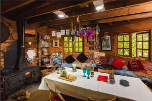 Larkhill Tipis & Yurts - Kitchen